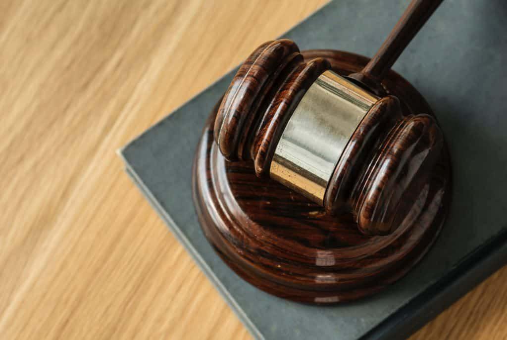 Palu hakim untuk melambangkan penegakan hukum
